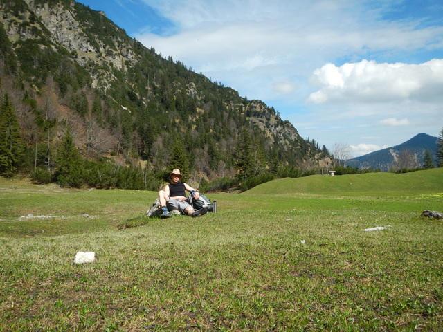 Die weitläufige Wiese an den Pustertaler Jagdhäusern lädt zu einer Pause ein.