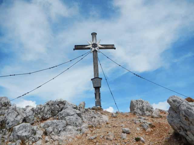 Das wunderschöne Gipfelkreuz auf dem Großen Hundstod im Steinernen Meer.