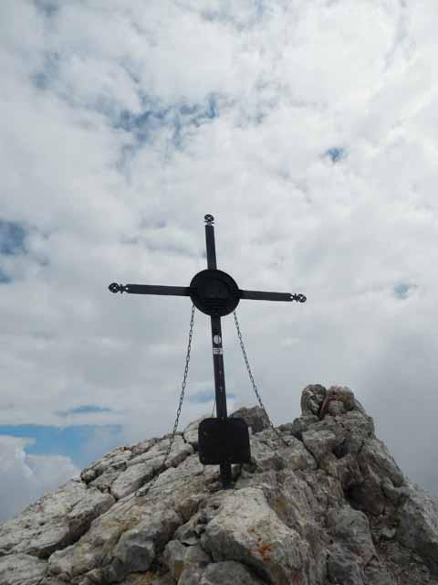 Gipfelkreuz am höchsten Punkt der Watzmannüberschreitung auf 2713m.