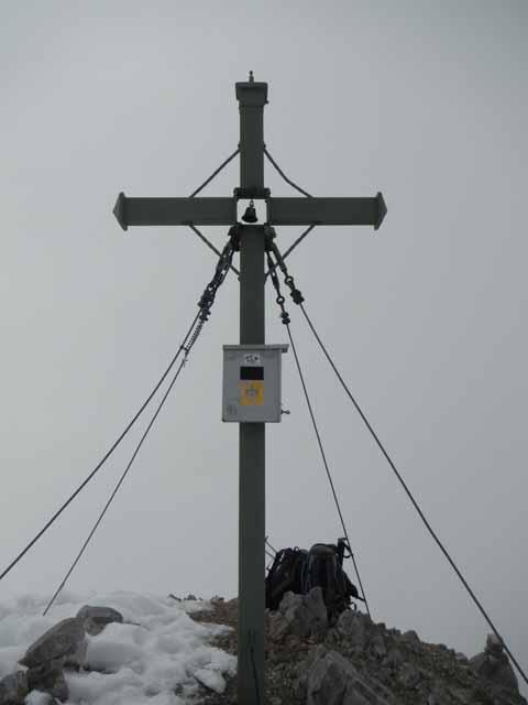 Das Gipfelkreuz auf der Watzmann Südspitze - die Glocke ist den Ostwandbegehern vorbehalten.