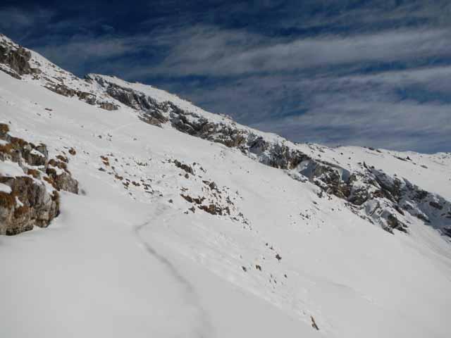 Schöttelkarspitze verschneiter Pfad unter Grat